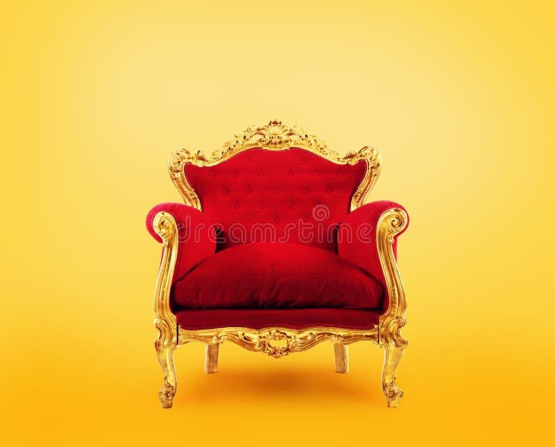 Vermelho e poltrona do luxo do ouro Conceito do sucesso imagens de stock royalty free