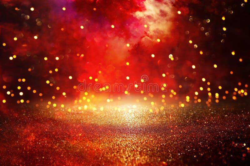 Vermelho, preto e fundo das luzes do vintage do brilho do ouro defocused imagens de stock