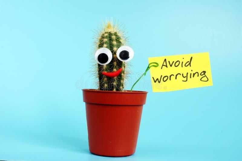 Vermijd ongerust makend teken en cactus Het concept van de eindespanning stock foto's