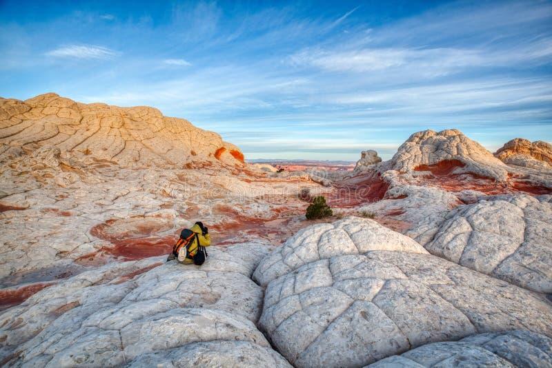 Vermillion φωτογράφος απότομων βράχων μετά από την ανατολή στους βράχους στοκ φωτογραφία