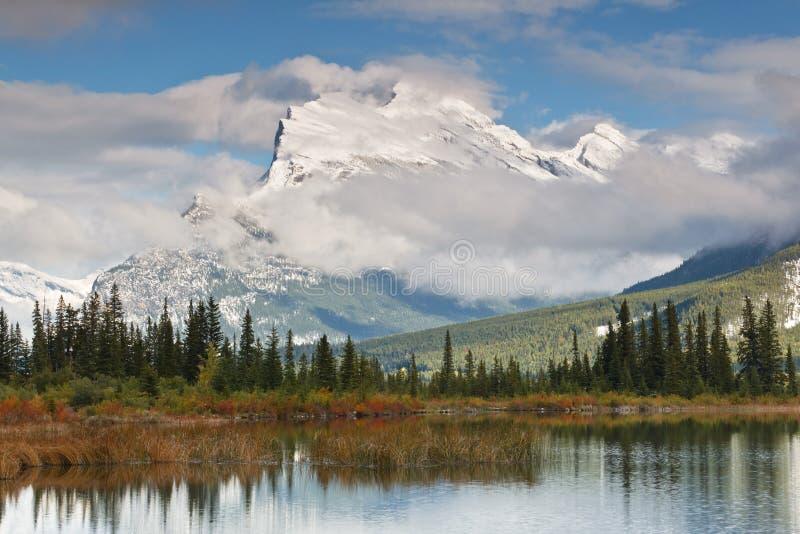 vermillion för rundle för Kanada lakemontering royaltyfria foton