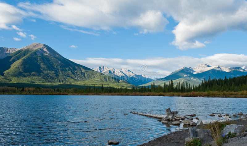 vermillion lakes fotografering för bildbyråer