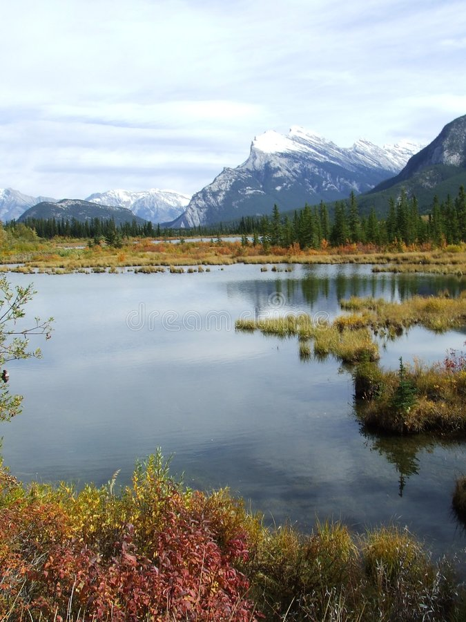 Free Vermillion Lakes Banff Royalty Free Stock Images - 2720359