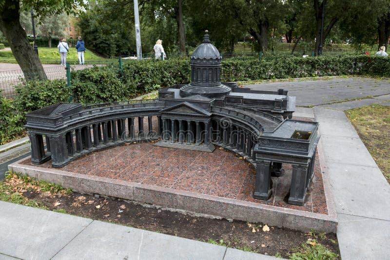 Verminderd exemplaar van de Kazan Kathedraal in Alexander Park in St. Petersburg stock foto's