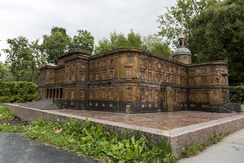 Verminderd exemplaar van het Mikhailovsky-Kasteel in Alexander Park in St. Petersburg royalty-vrije stock afbeeldingen