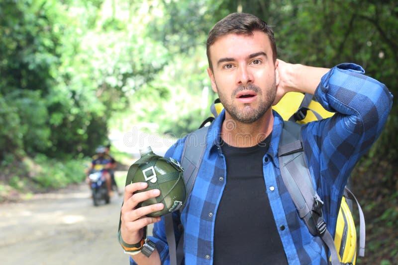 Vermoeid backpacker met exemplaarruimte royalty-vrije stock foto's