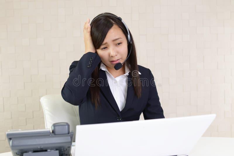 Vermoeide call centreexploitant stock foto's