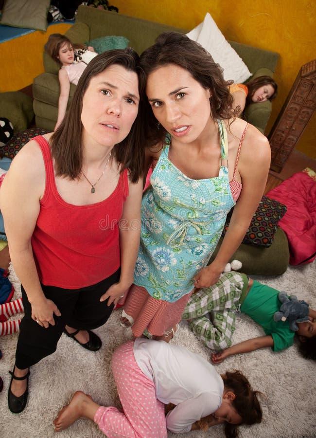 Vermoeide Mamma en Babysitter royalty-vrije stock foto