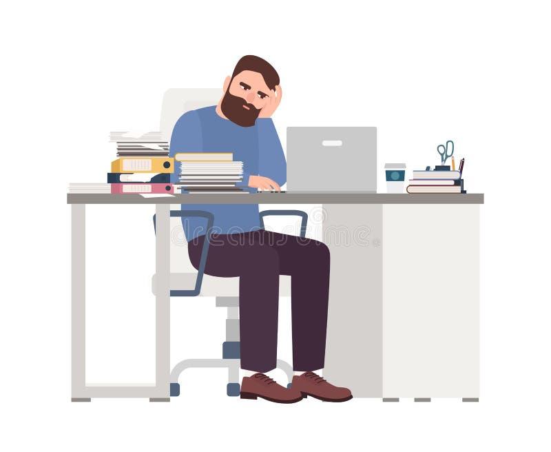 Vermoeide mannelijke manager die aan computer werken Droevige of uitgeputte gebaarde mens op kantoor Het zware werk, spanning op  vector illustratie