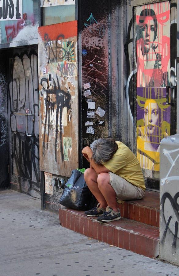 Download Vermoeide mens op een trap redactionele afbeelding. Afbeelding bestaande uit staten - 54076935