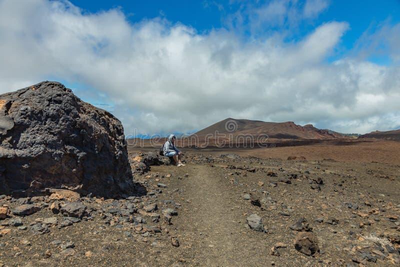 Vermoeide reiziger Nationapark Teide, Tenerife royalty-vrije stock fotografie