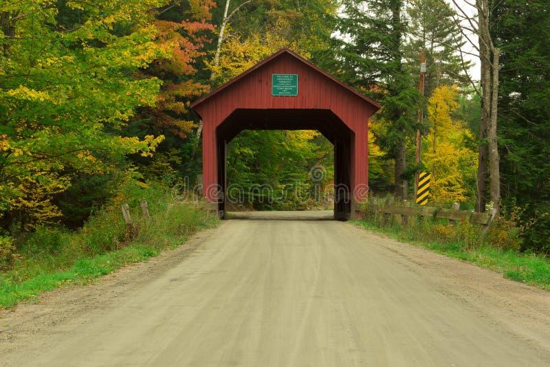 Vermont-überdachte Brücke im Fall stockbilder