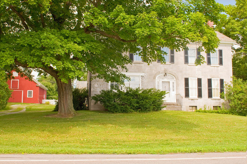 Download Vermont farmhouse stock image. Image of tree, country - 15388059