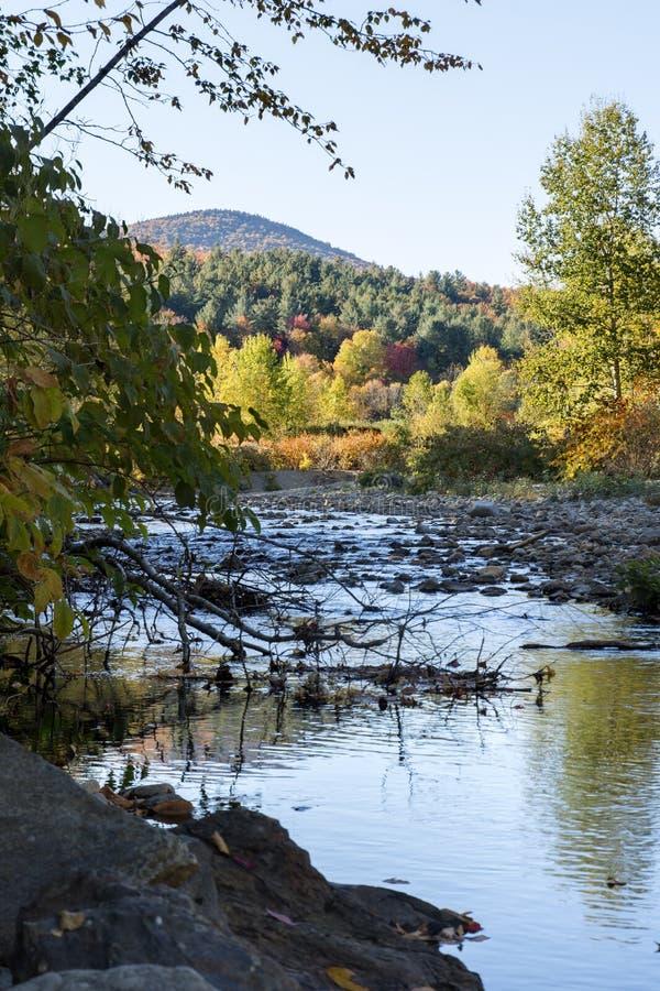Vermont rzeka przy jesienią zdjęcie royalty free