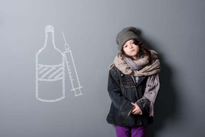 Vernachlässigtes Kind und Drogen lizenzfreie stockfotos
