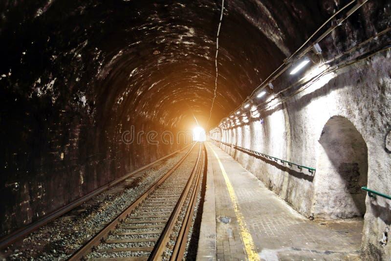 Vernazza, σιδηρόδρομος Cinque Terre και σήραγγες στοκ εικόνα