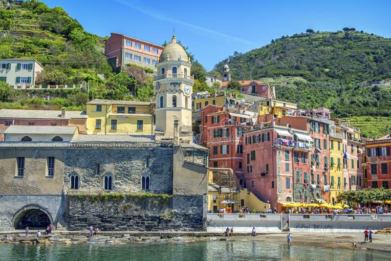 Vernazza, Cinque Terre, Ιταλία, άποψη της εκκλησίας σε Vernazza στοκ εικόνες με δικαίωμα ελεύθερης χρήσης