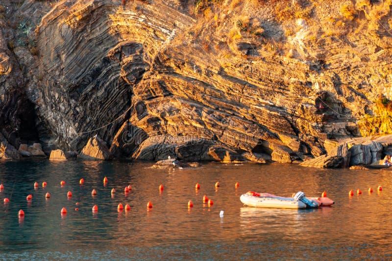 Vernazza w Cinque Terre przy zmierzchem, W?ochy zdjęcie royalty free