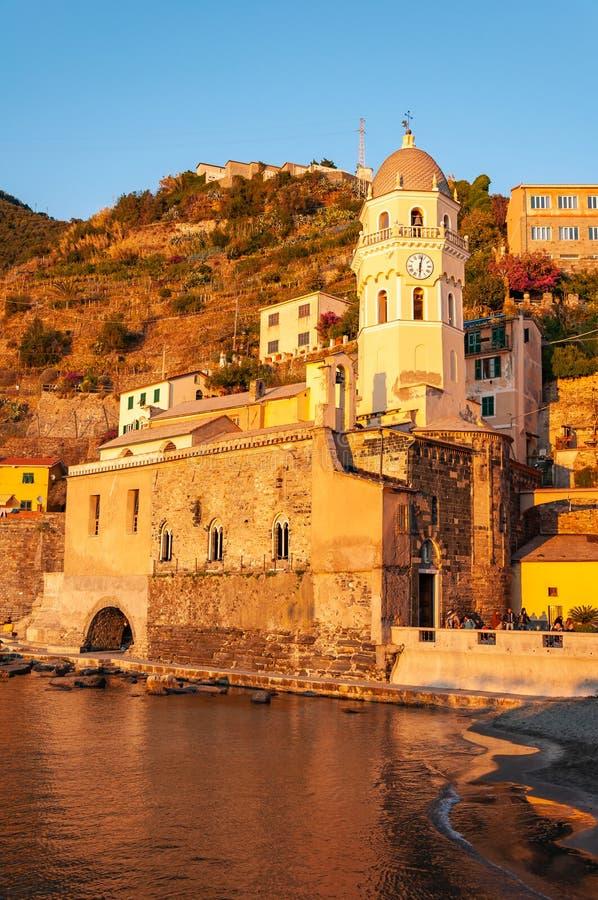Vernazza w Cinque Terre przy zmierzchem, W?ochy obrazy royalty free