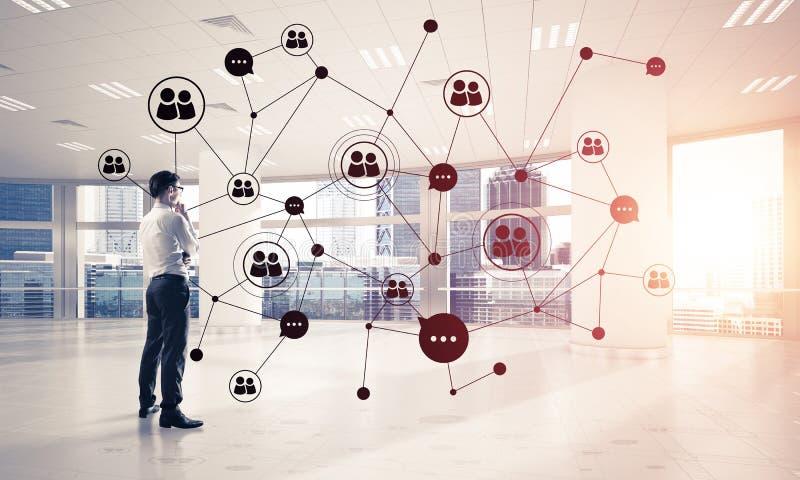 Vernetzung und Sozialkommunikationskonzept als effektiver Punkt f?r modernes Gesch?ft stockbild