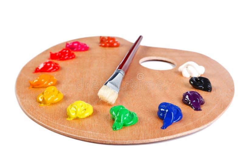 Vernici la gamma di colori e la spazzola isolate su bianco fotografia stock libera da diritti