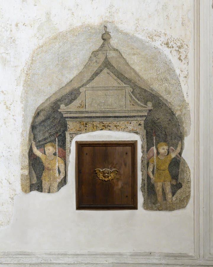 Verniciatura dei cherubini sulla parete del refettorio domenicano antico del convento che alloggia la Supper del signore da Leona immagine stock