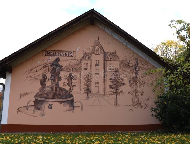 Verniciatura di Meursault, la Francia in Rudesheim-Bing, Germania fotografia stock