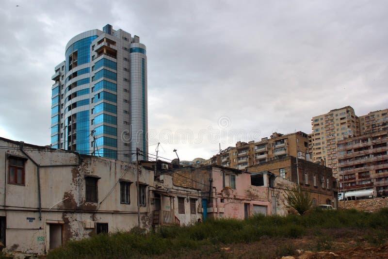 Vernieling van oude gebouwen iÑ 'Baku, Azerbeidzjan stock afbeeldingen