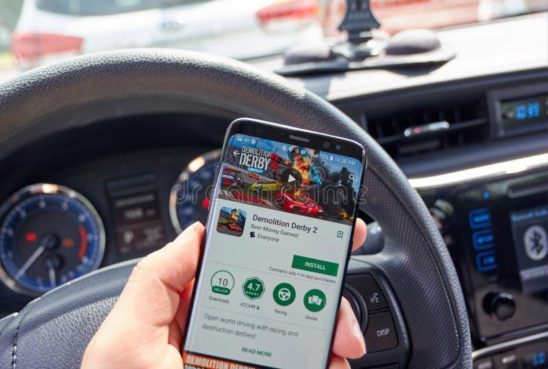 Vernielingsderby 2 mobiel videospelletje op Samsung s8 stock foto