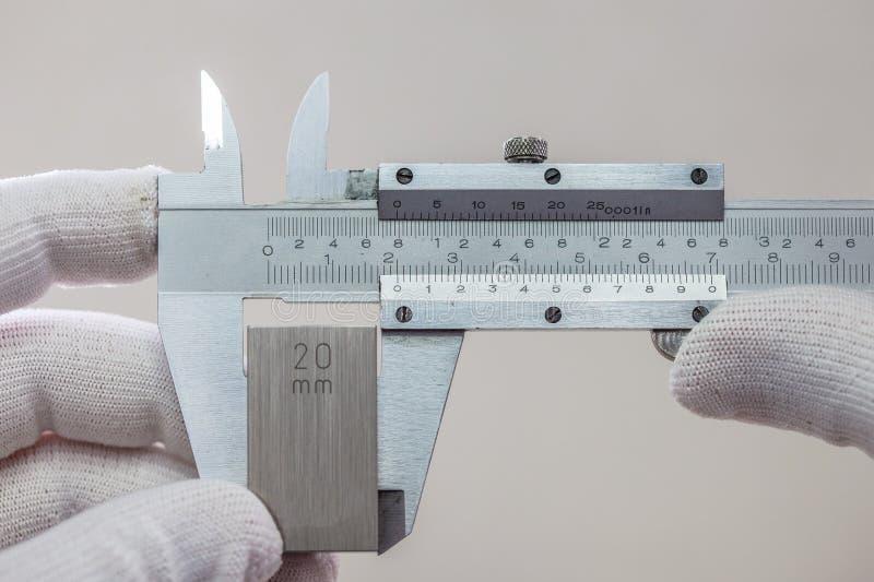 VERNIERO di calibratura con il blocchetto calibrato fotografia stock