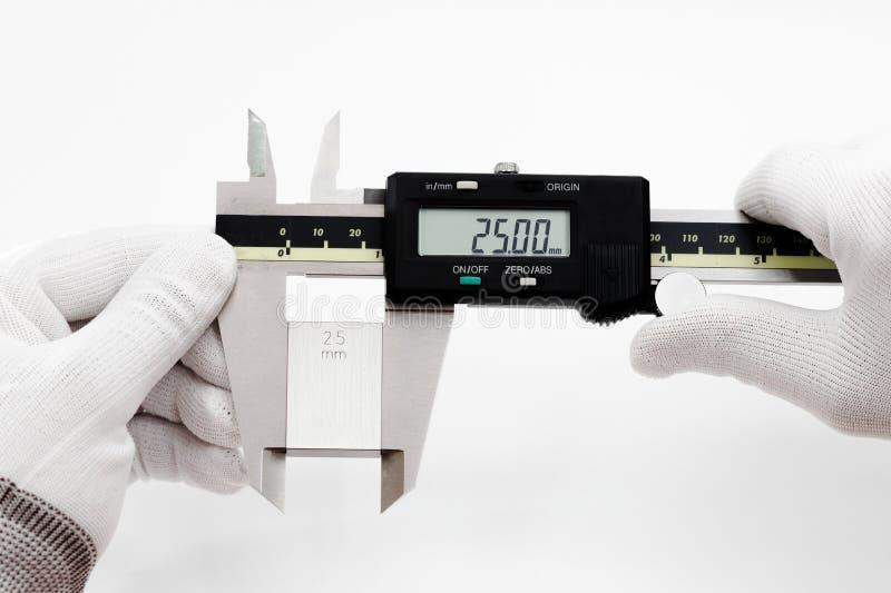 VERNIERO digitale di calibratura con il blocchetto calibrato immagine stock