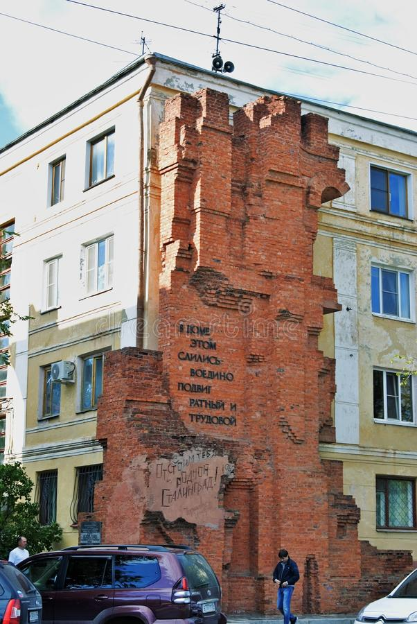 Vernietigd huisfragment Beroemd monument in Volgograd, Rusland stock fotografie