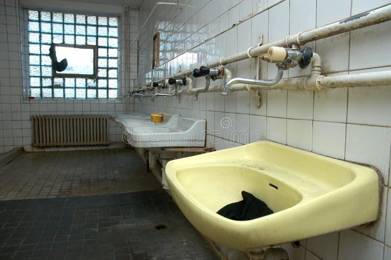 Vernietigd toilet stock fotografie