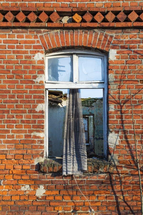 Vernietigd venster stock foto's