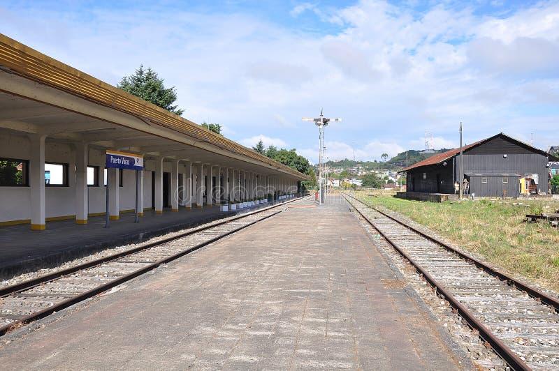 Vernietigd verlaten station stock afbeelding