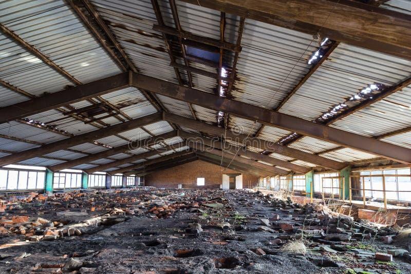 Vernietigde baksteenfabriek royalty-vrije stock afbeeldingen