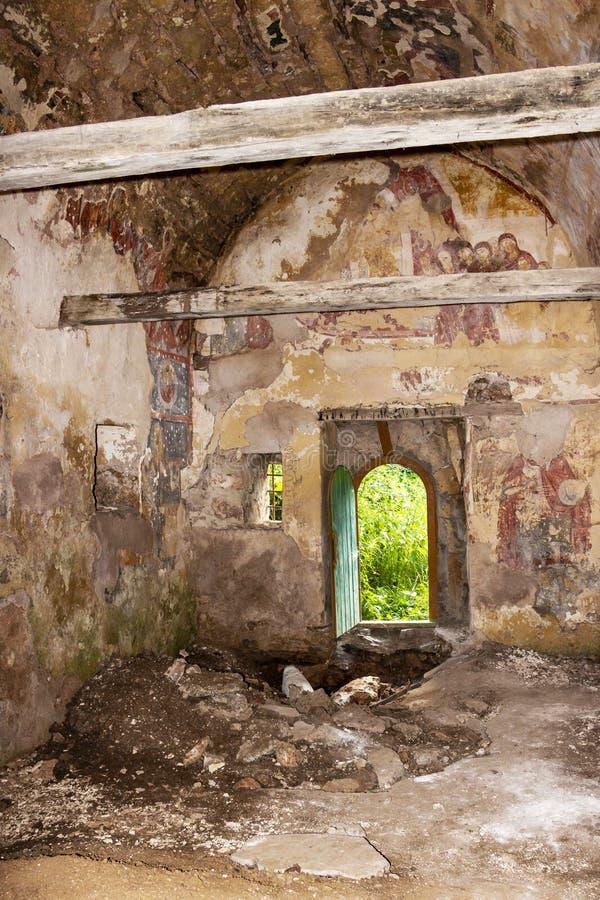 Vernietigde kerk van een oud Bulgaars klooster royalty-vrije stock afbeeldingen