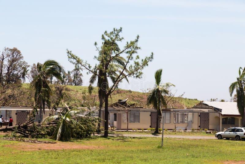 Vernietiging door tropische cycloon Winston wordt veroorzaakt die fiji stock foto