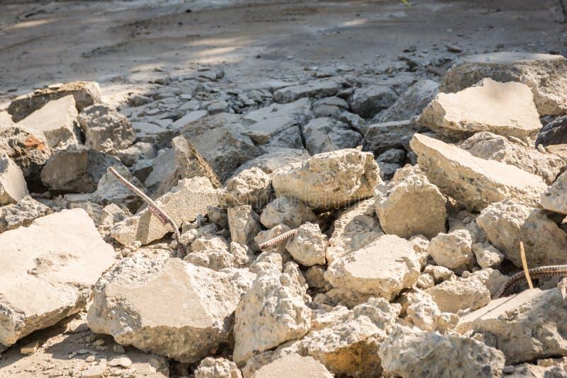 Vernietiging van oud beton stock foto