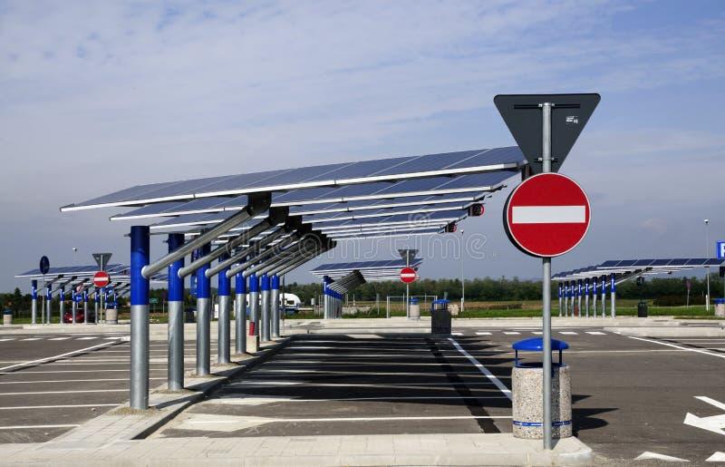 Vernieuwbare energie: zonnepanelen royalty-vrije stock afbeeldingen