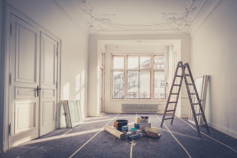 Vernieuwing - flat tijdens restauratie - het huisverbetering stock foto's