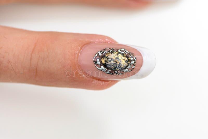 Vernis à ongles Art Manicure Mains modernes de beauté de style avec les clous à la mode colorés élégants photographie stock libre de droits