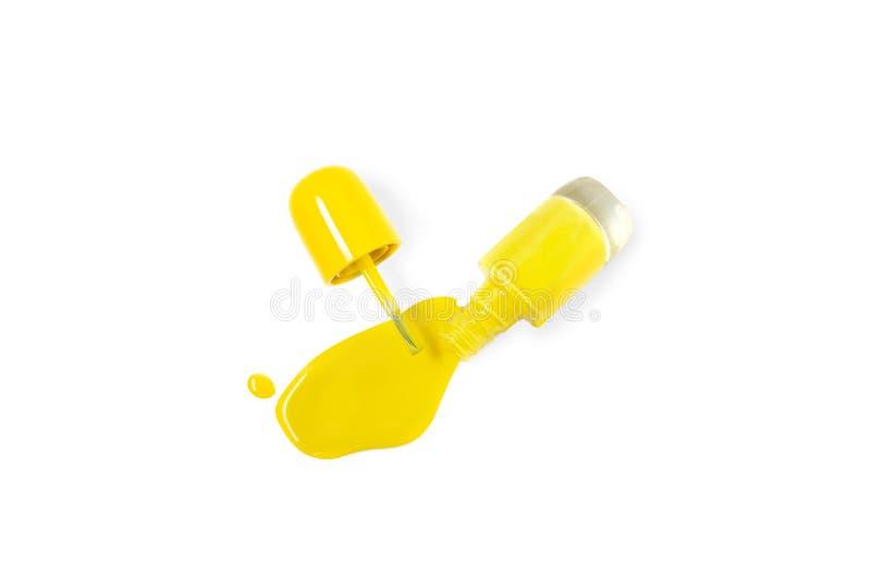 Vernis à ongles jaune lumineux sortant d'une bouteille en verre Idée d'une pédicurie vive de la manucure o d'été Vue sup?rieure,  images stock