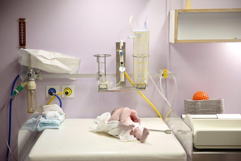 Vernix cubrió recién nacido después de entrega imagen de archivo libre de regalías