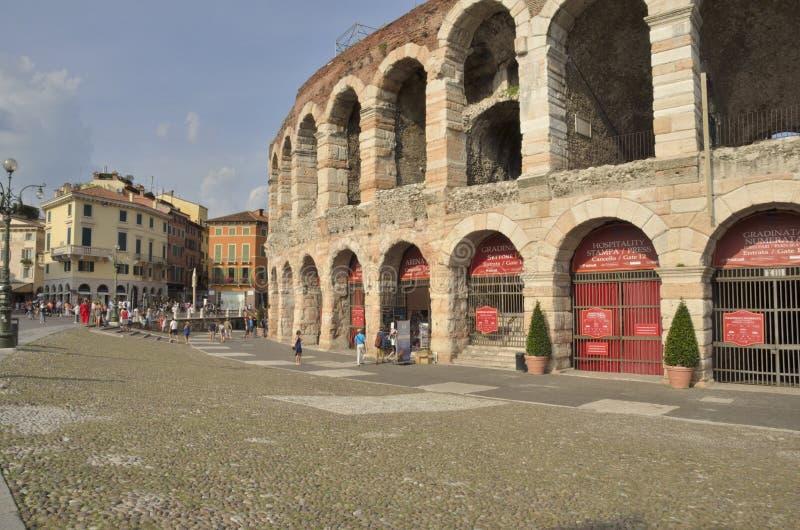 Download Verona Arena foto editorial. Imagen de ciudad, exterior - 44854286
