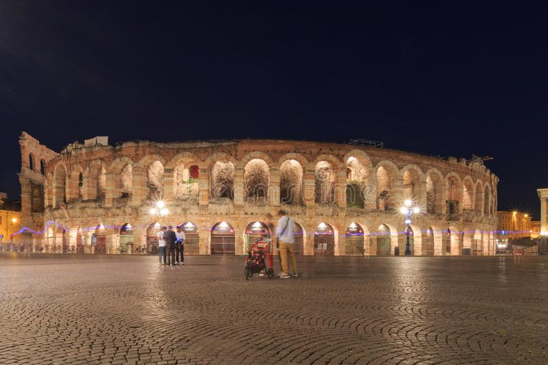 Verona Arena, Itália em uma noite na primavera fotos de stock