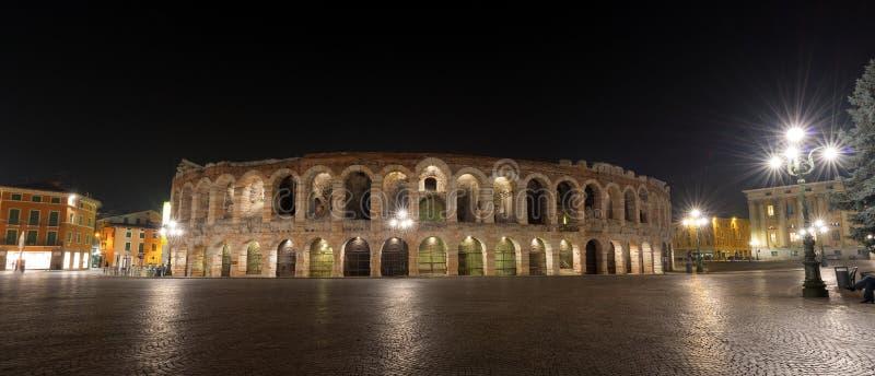 Verona Arena na noite - Roman Amphitheater fotografia de stock