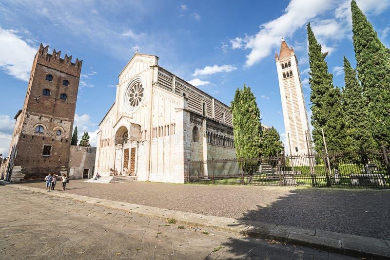Verona, cuadrado de la basílica de San Zeno Maggiore imagenes de archivo