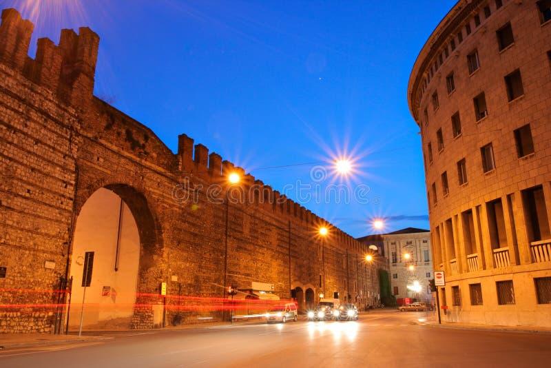 Verona de stad in 's nachts stock foto