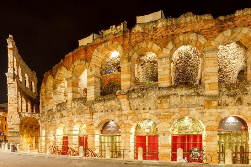 verona Di Verona da arena na noite foto de stock royalty free